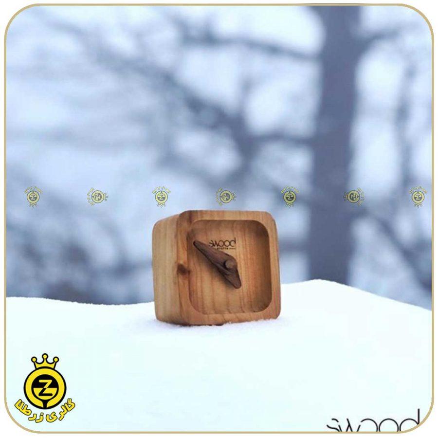 ساعت-چوبی-نمای-برفی